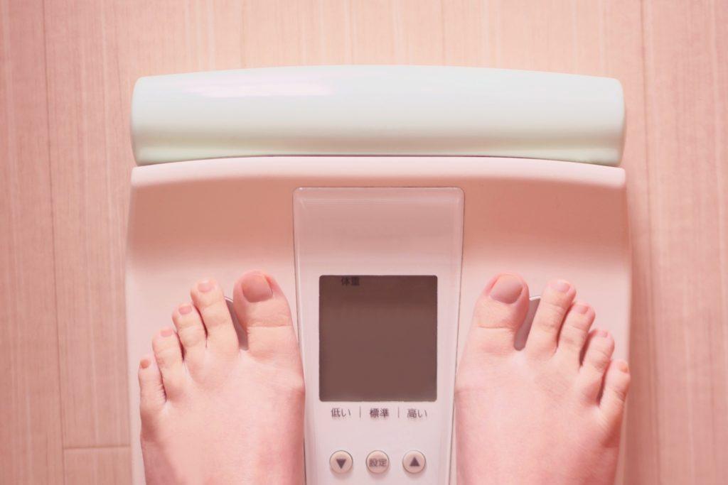 体重を計る様子