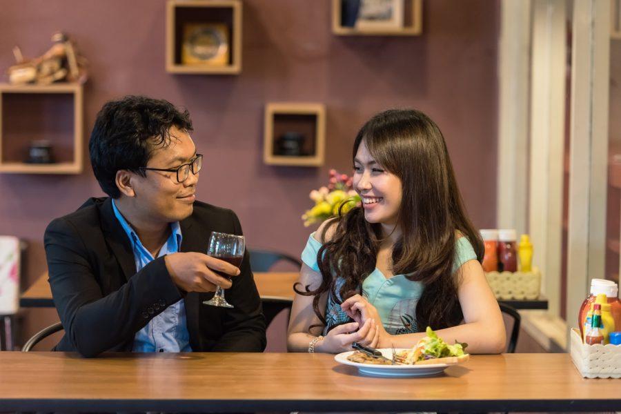 日本人のカップルのイメージ